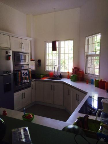 A kitchen or kitchenette at Casa Los Sueños