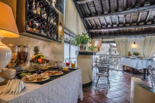 A restaurant or other place to eat at Hotel Fontana
