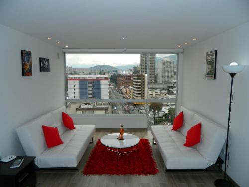 A seating area at ITSAHOME Apartments Torre Seis