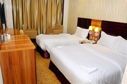 Postelja oz. postelje v sobi nastanitve Fal Hotel L.L.C