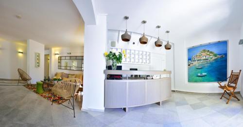 Kuchnia lub aneks kuchenny w obiekcie Kalidon Hotel