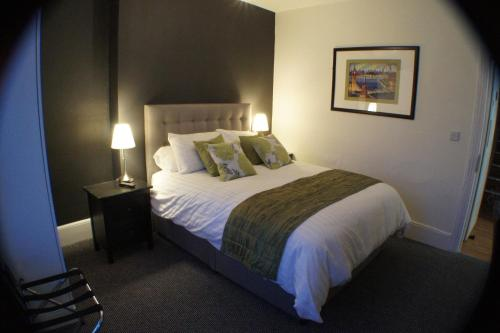 A bed or beds in a room at Grand Junction Arms