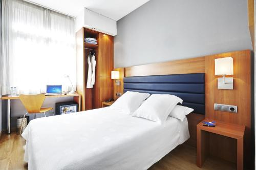 A bed or beds in a room at Barcelona Century Hotel