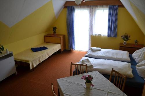 Postel nebo postele na pokoji v ubytování Pension U Wondracku