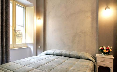 A bed or beds in a room at All'Operetta di Cagliari