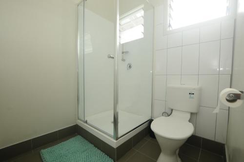 A bathroom at Talofa Inn