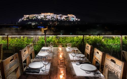 A restaurant or other place to eat at 360 Degrees