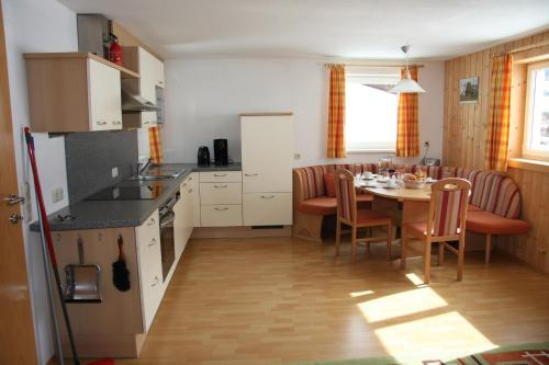 A kitchen or kitchenette at Haus Lutea