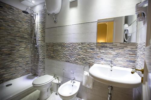 A bathroom at Palazzo Raho