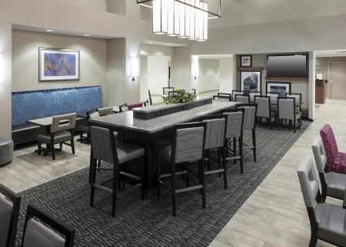 A restaurant or other place to eat at Hampton Inn & Suites Davenport