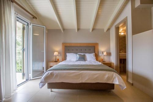 Ένα ή περισσότερα κρεβάτια σε δωμάτιο στο Villa Stefanos