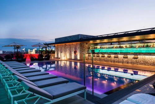 The swimming pool at or near Catalonia Barcelona Plaza