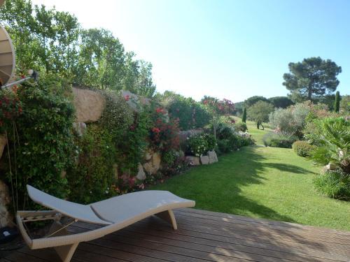 A garden outside Secluded St Tropez Golf