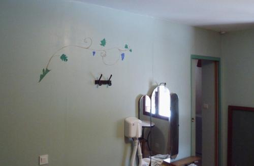 Télévision ou salle de divertissement dans l'établissement Le Maribo