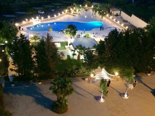 Vista sulla piscina di Grand Hotel Stella Maris o su una piscina nei dintorni