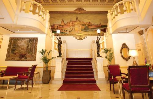 منطقة الاستقبال أو اللوبي في فندق موسكو