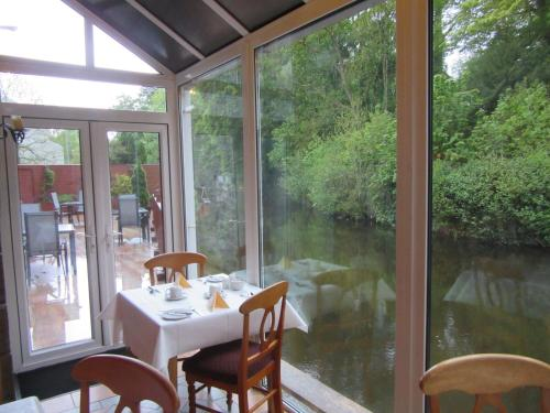 A restaurant or other place to eat at The Malting's B&B