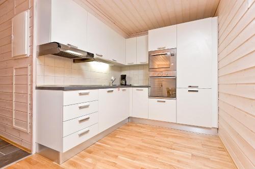 A kitchen or kitchenette at Pellestova Apartments