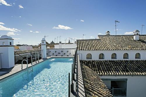 The swimming pool at or near Hospes Las Casas Del Rey De Baeza