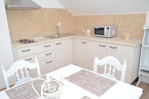 Kuchyň nebo kuchyňský kout v ubytování Apartments Žugec