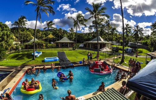 A view of the pool at Nomads Backpackers Airlie Beach or nearby