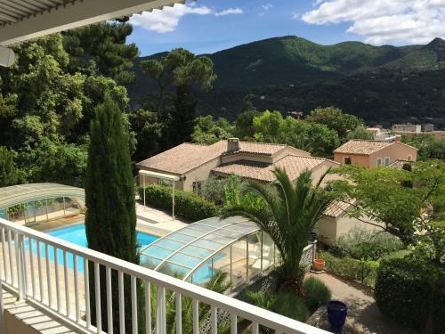 A view of the pool at Villa La Lézardière or nearby