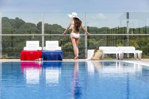 The swimming pool at or near Apartaments Condado