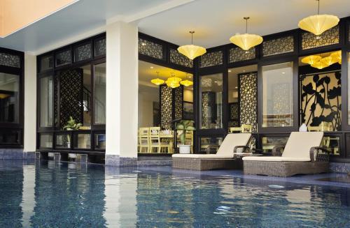 Der Swimmingpool an oder in der Nähe von River Suites Hoi An