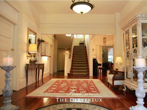 El vestíbulo o zona de recepción de The Devereux Boutique Hotel