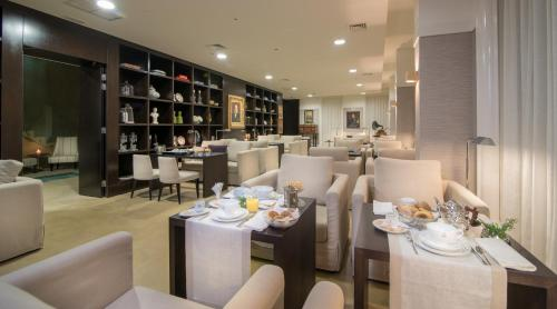 A restaurant or other place to eat at Universal Boutique Hotel