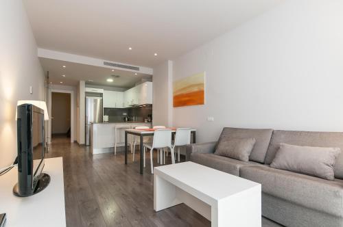 A seating area at Espais Blaus Apartments