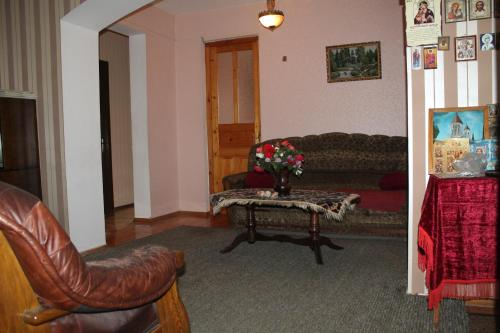 A seating area at Guest House Kavkasioni 33