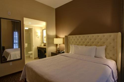 A bed or beds in a room at Homewood Suites by Hilton Palo Alto