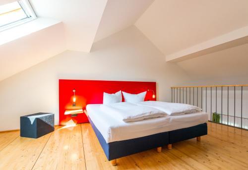 Ein Bett oder Betten in einem Zimmer der Unterkunft Hotel Resort Schloss Auerstedt