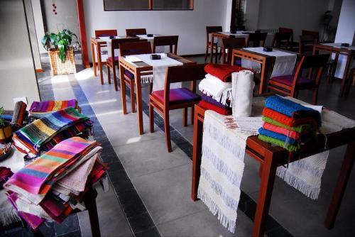 Un restaurant u otro lugar para comer en Tramas Andinas