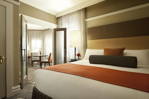 A bed or beds in a room at Hotel Abri Union Square