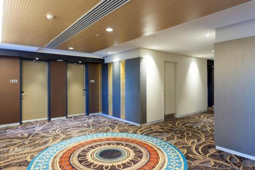 The business area and/or conference room at Calamvale Hotel Suites and Conference Centre