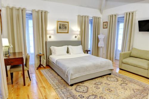 A bed or beds in a room at Casa das Laranjas