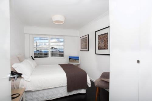 A bed or beds in a room at Bronte By Design - A Bondi Beach Holiday Home