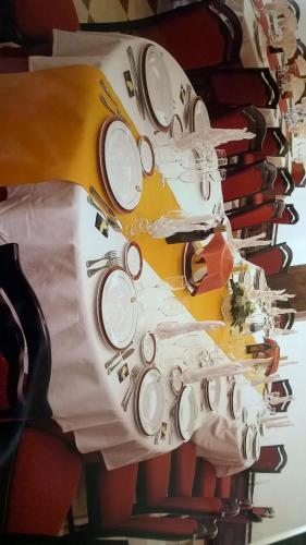 Un restaurante o sitio para comer en APH Infanta Mercedes