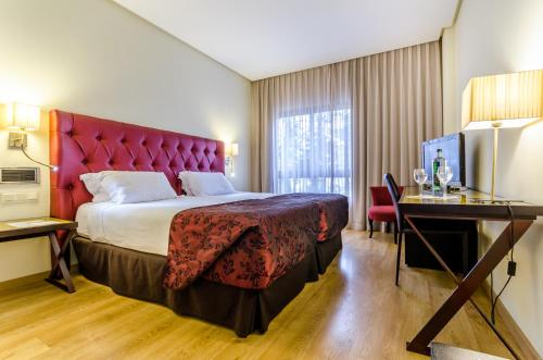 A bed or beds in a room at Exe Guadalete