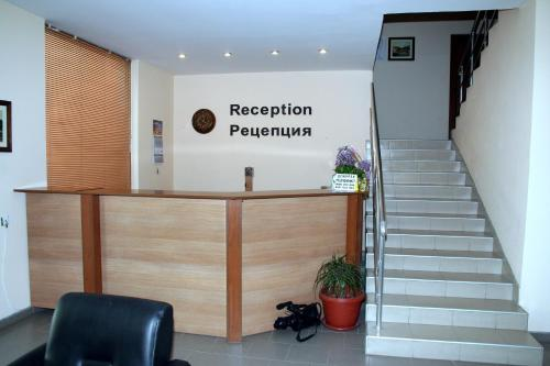The lobby or reception area at Interrum Hotel