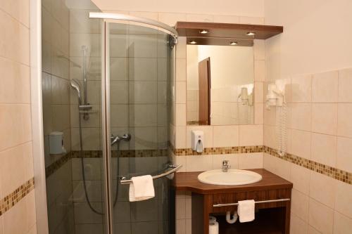 Ένα μπάνιο στο Elit Hotel