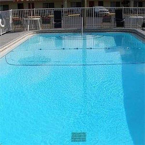 The swimming pool at or close to Red Carpet Inn Starke