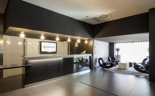 The lobby or reception area at Ilunion Bel-Art