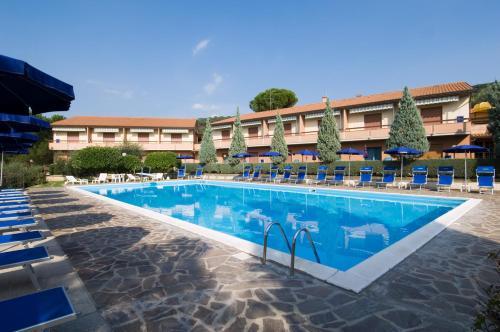 The swimming pool at or near Hotel Ristorante Il Gabbiano