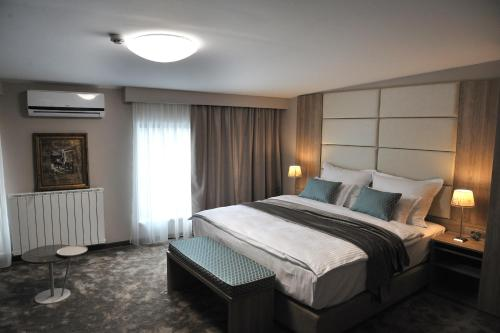 A bed or beds in a room at Hotel VIP