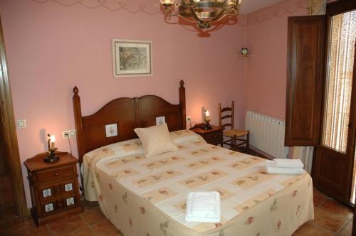 Cama o camas de una habitación en Casa Rural Nuri de Rei A y B