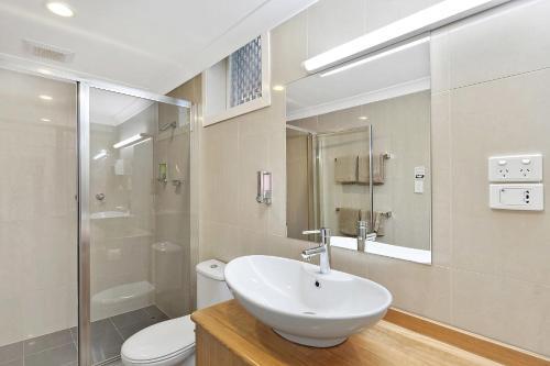 A bathroom at Melbourne's Princes Park Hotel