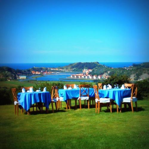 Un restaurante o sitio para comer en Hotel Mirador del Sella